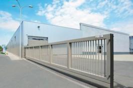 porti autoportante in consola industriale pentru deschideri mari pentru fabrici si hale industriale sau centre logistice