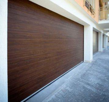 Usi-de-garaj-sectionale-doorTECK-cu-dungi-orizontale-stejar-inchis