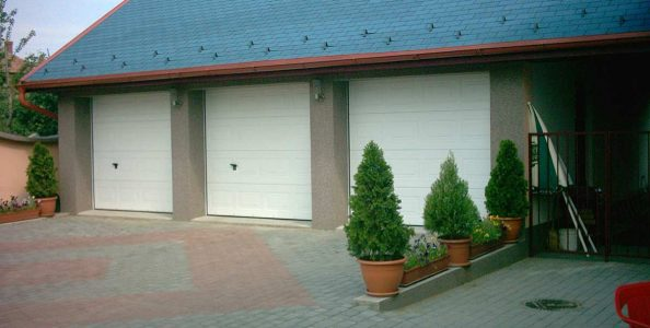 usi-garaj-casetate-doorTECK-RAL-9010